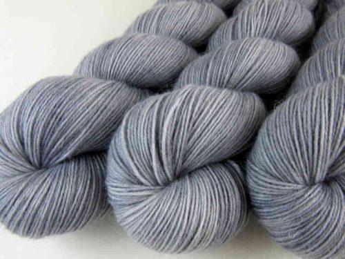 SilberMond handgefärbte Sockenwolle