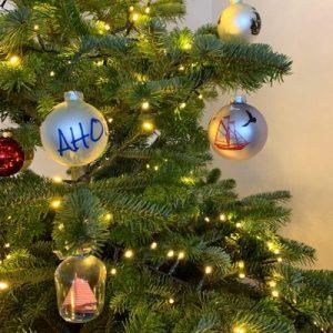 fröhliche weihnachten mit hanfgefärbter wolle